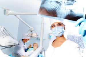 Особенности адгезивной реставрации зубов