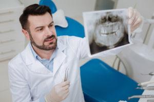 Почему появляется трещина в эмали зуба