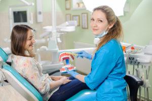 Почему разрушается эмаль зубов