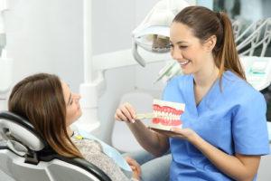 Зубной налет: образование и удаление