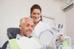 Какие импланты ставят на жевательные зубы?
